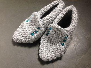 Tutorial-zapatillas-pantuflas-de-invierno-con-telar_small2 English translation available.