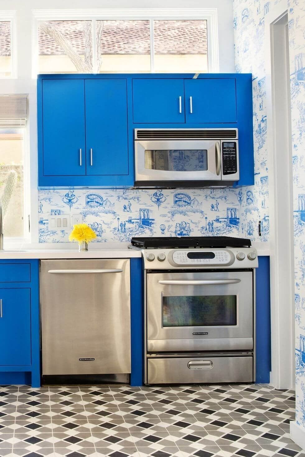 25 Great Small Kitchen Ideas That Can Inspire You Enthusiasthome In 2021 Kitchen Cupboard Designs Kitchen Remodel Small Kitchen Layout