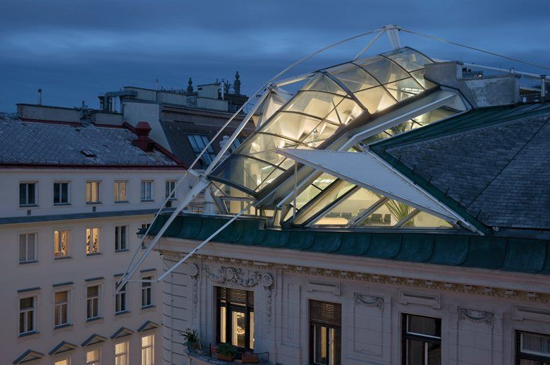 Rooftop remodelling falkestrasse vienna 1983 coop for Architecture vienne