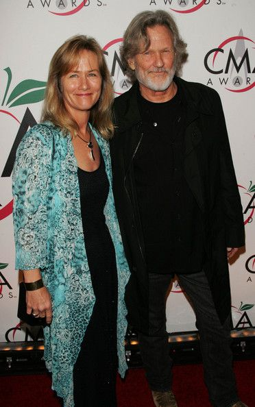 inger Kris Kristofferson and his wife Lisa attend the 39th ...
