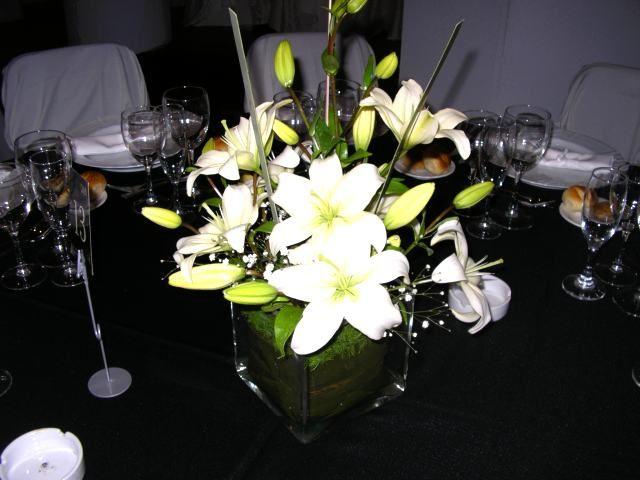 O decoracion de salones para bodas centro de mesa boda eyw for Centros de mesa para salon