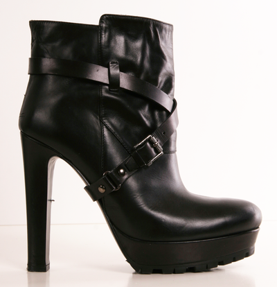 BELSTAFF BOOTS - not that I'd be able to wear em without twisting my ankle, but dang, these are hot!