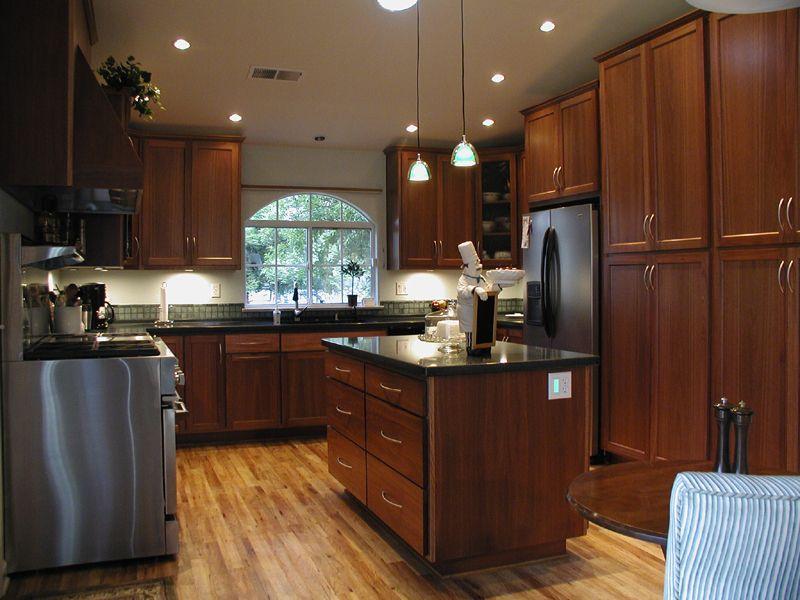 Decorations On Maple Kitchen Cabinet | reisurso | Kitchen ...