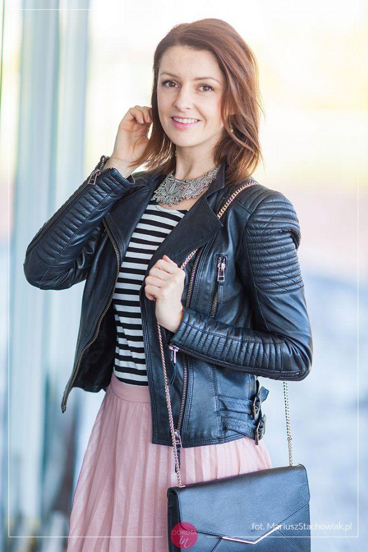 eeb2b168 Bluzka w paski i różowa plisowana spódnica – stylizacja na wiosnę ...