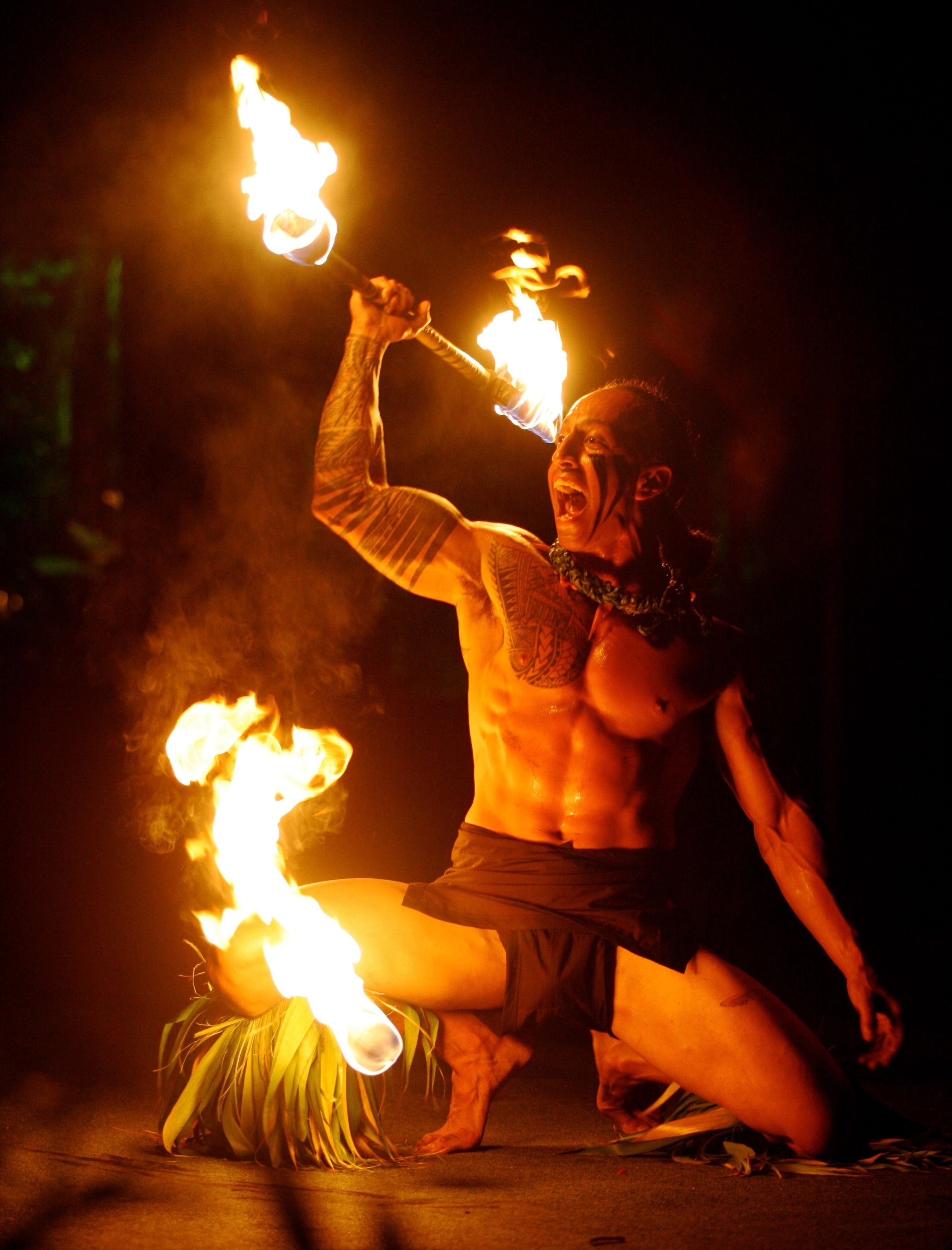 Flame Fueled Sharp Edged World Fireknife Championship Happens On Oahu This Week Fireknife Aloha Hawaii Champio Polynesian Dance Hawaii Fire Polynesian Men