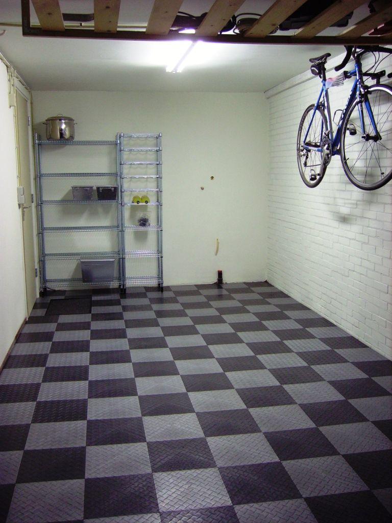 Tegels Voor In Garage.Kunststof Tegels Voor In De Garage Vloeren Tiles