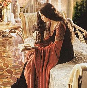 Arwen Evenstar reading                                                                                                                                                                                 Más