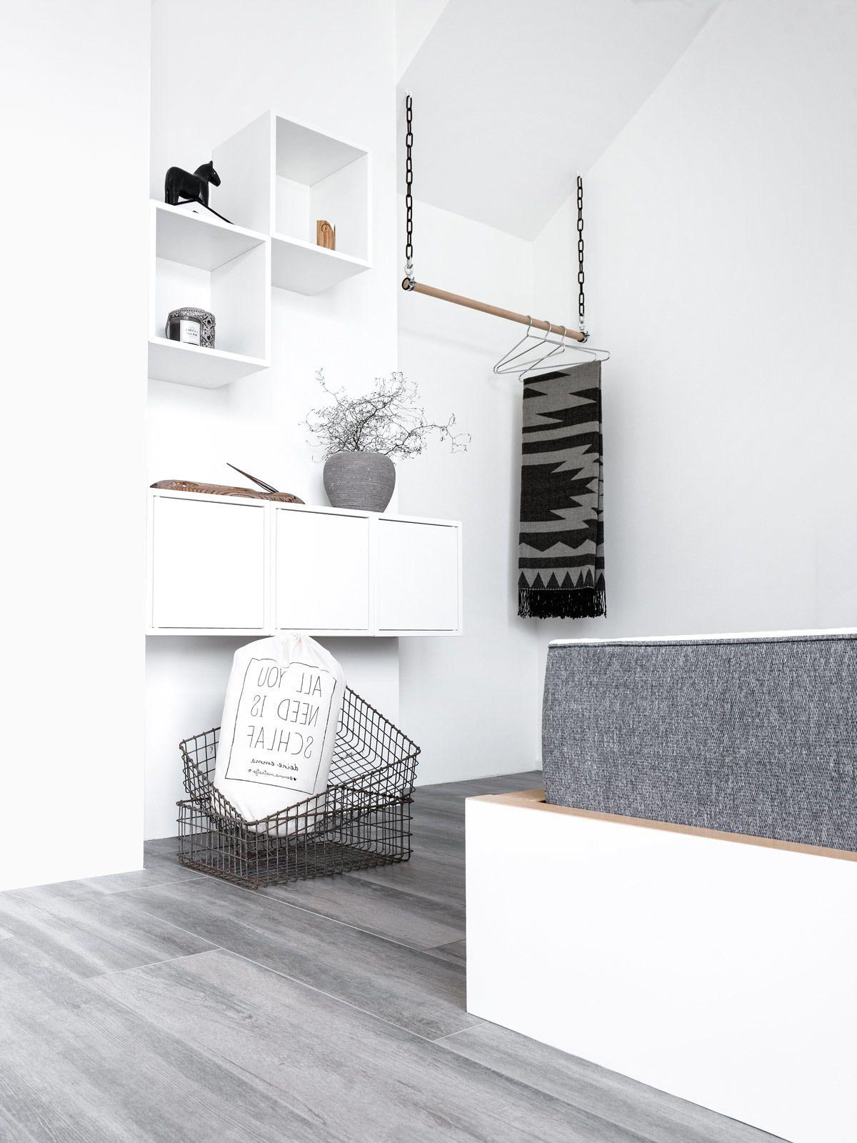So Sehen Kleiderstange Für Die Wand Im Elegantes Schlafzimmer Design
