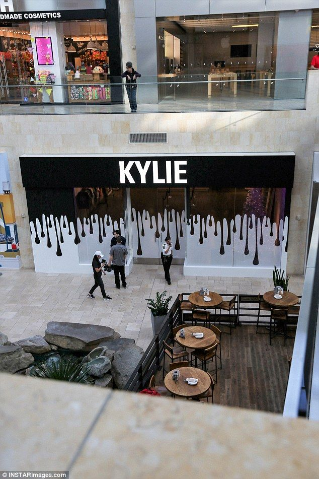 Kylie Jenner Greets Screaming Fans At Her Pop Up Shop Kylie