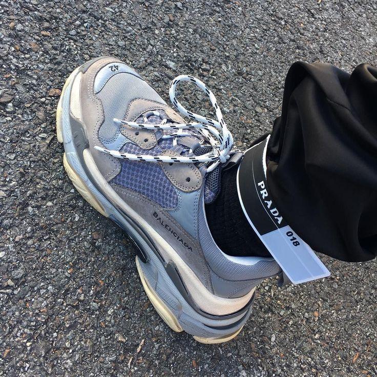 separation shoes 0a460 c937f Tendance Chausseurs Femme 2017 Pourquoi le pantalon Prada Gabardine  déchaine Instagram