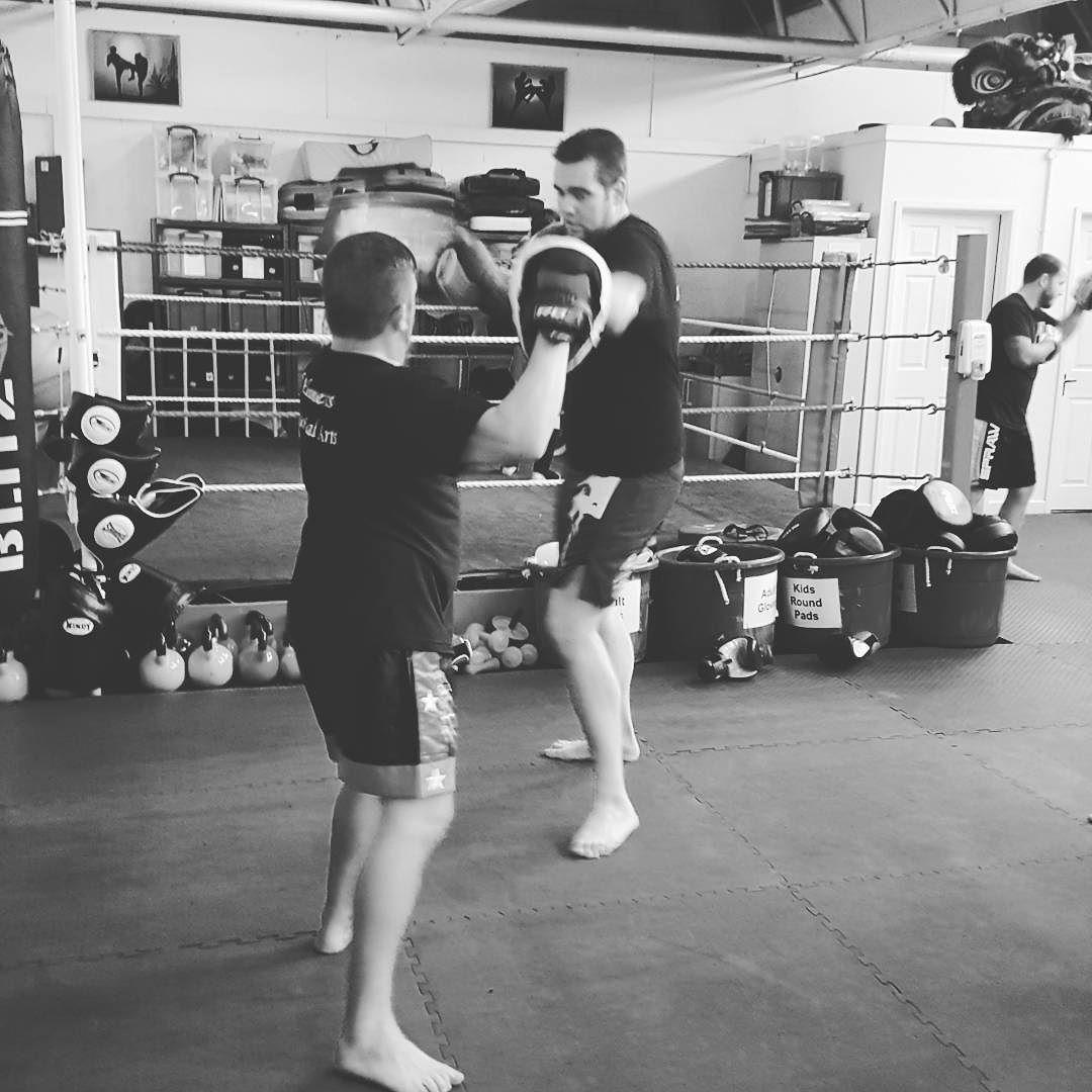 Elbow Strikes Being Trained At 5 Elements Kickboxing Basildon Fitness Health Kickboxing Muaytwitter Es