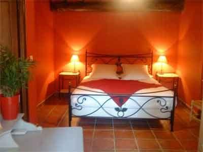 Une des Chambres du0027hôtes à vendre à Jouques près du0027Aix-en-Provence