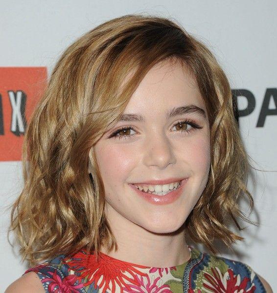 Cute Medium Wavy Hairstyle For Women