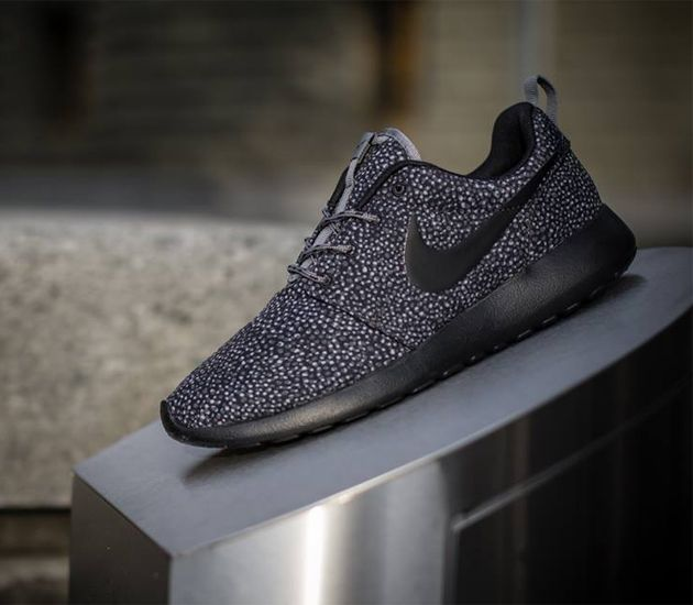 Nike WMNS Roshe Run Print-Cool Grey-Black-Wolf Grey | Sneakers