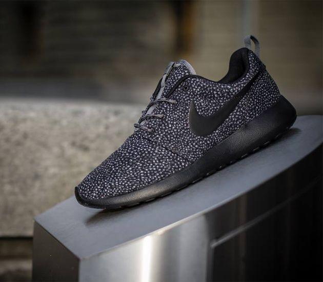 Nike WMNS Roshe Run Print-Cool Grey-Black-Wolf Grey | Sneakers