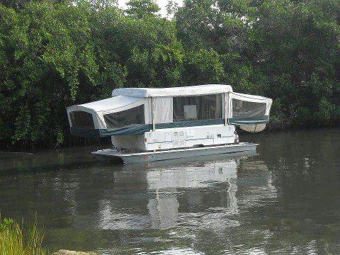 Interesting, new meaning to house boat. | Abandon but beautiful ...