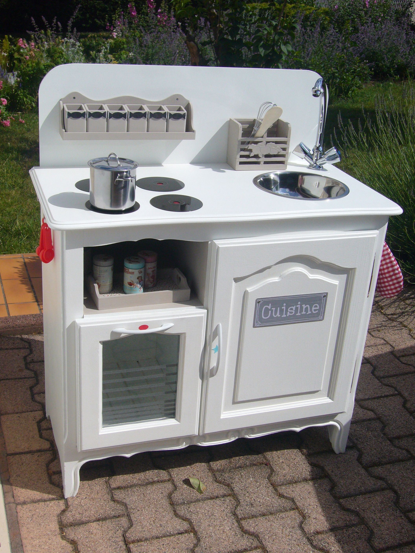 petite cuisine pour enfant faite partir d 39 un meuble bar les plaques sont faites avec des cd. Black Bedroom Furniture Sets. Home Design Ideas