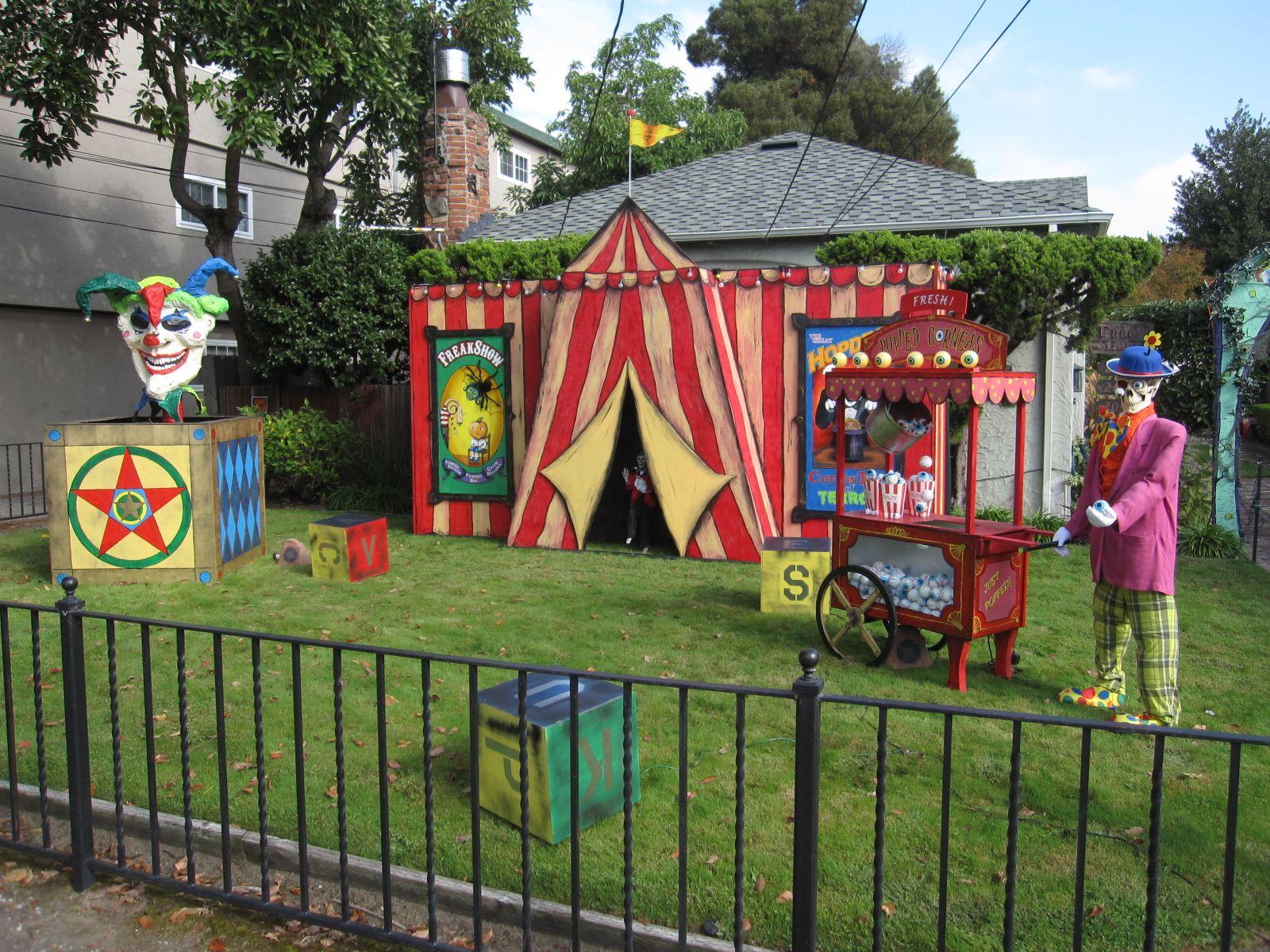 Halloween Scarecrow Yard Display Halloween Yard Displays Clown