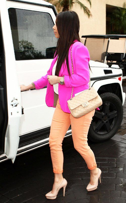 Kim-Kardashian-Church Colorblock Look Naven Pop Pink Blazer