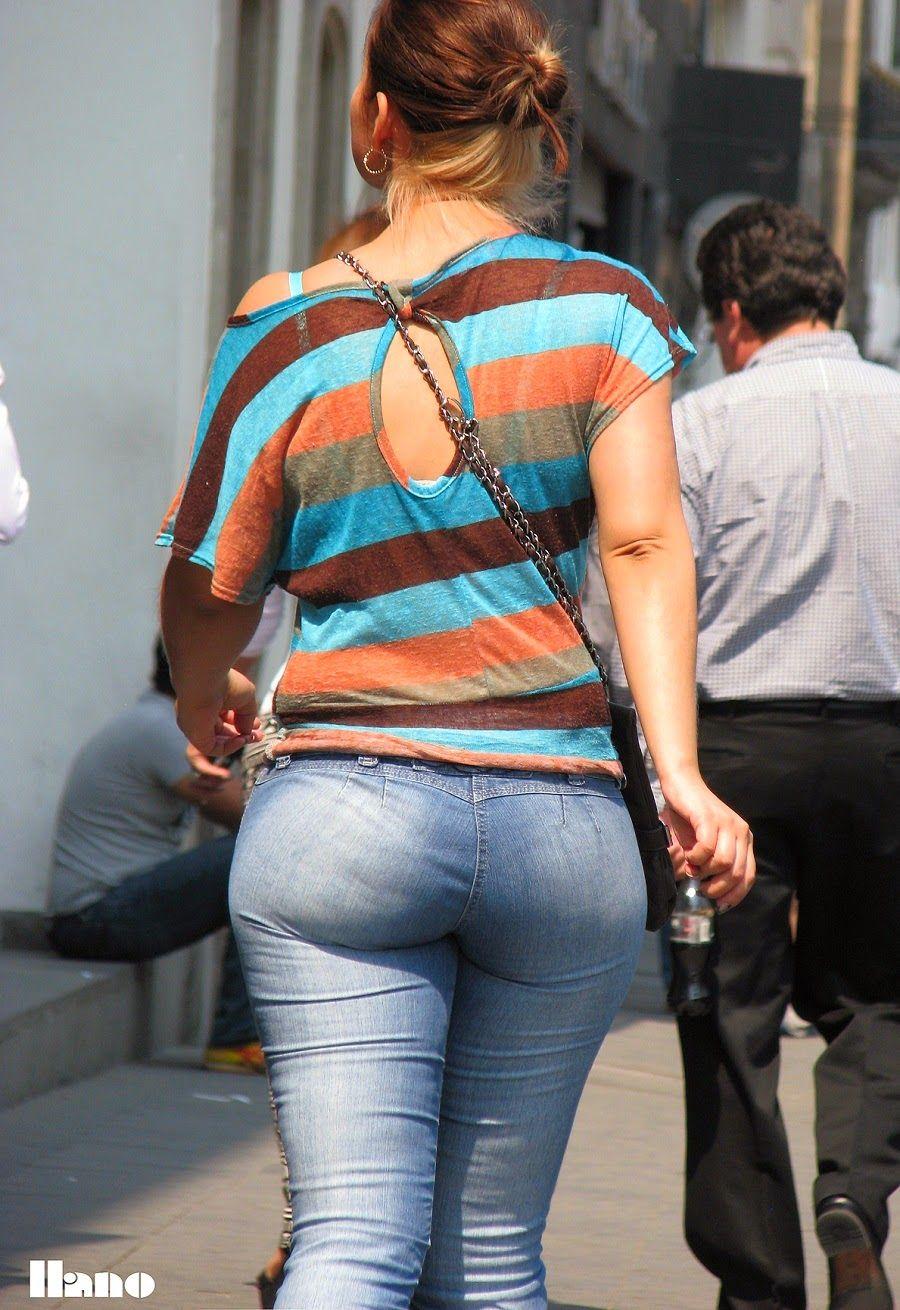 Hermosa culona en jean apretados