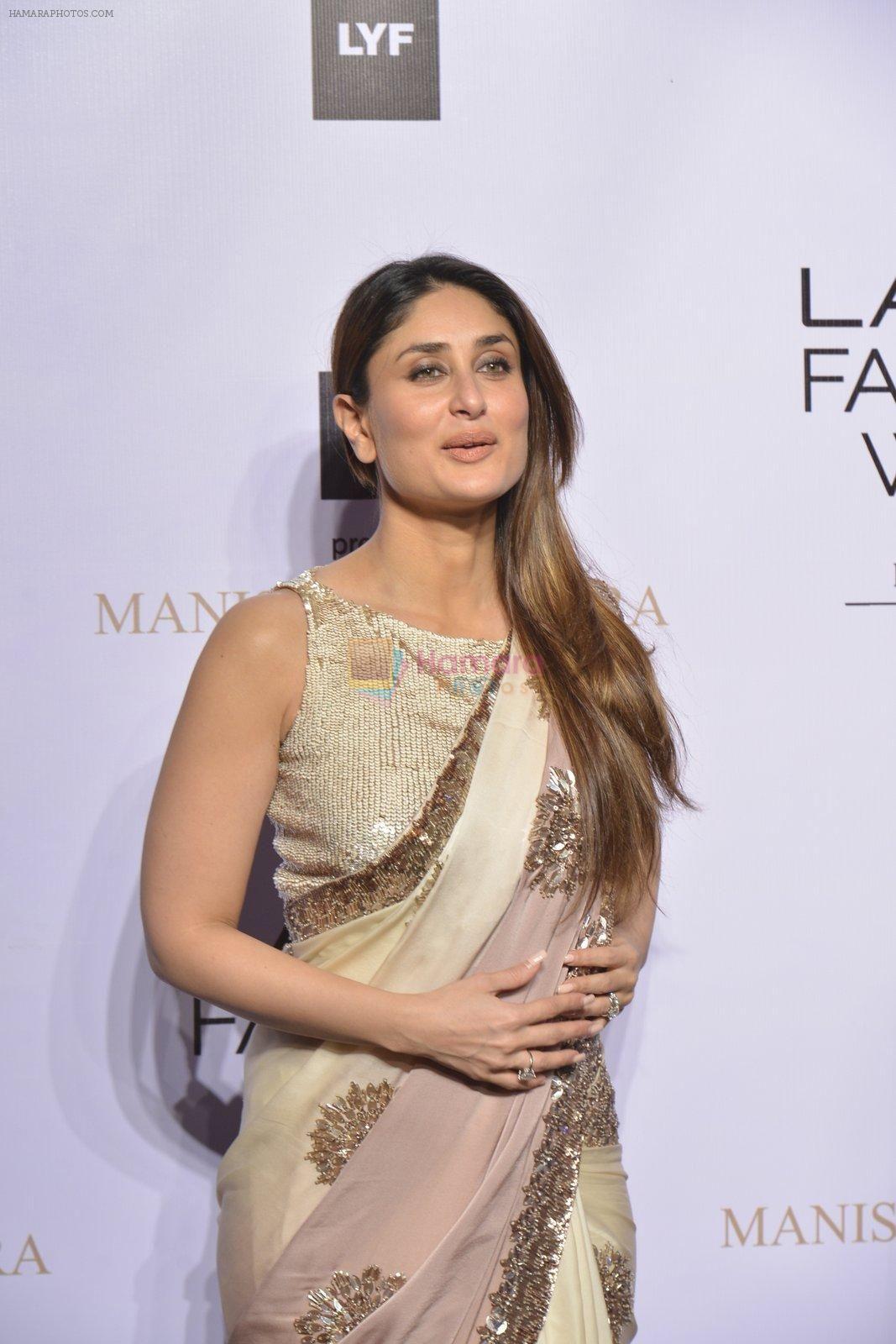Kareena Kapoor At Lakme Manish Malhotra Show On 29th March 2016 Bollywood Dress Kareena Kapoor Saree Indian Bollywood Actress
