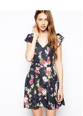 Pin for Later: Shopping: S'habiller Comme Taylor Swift, C'est Facile Love Robe Fleurie Love Robe Fleurie (51€)