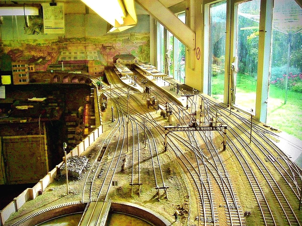 Model Railroad Ideas Your Pet Could Possibly Get An Exclusive Dish Modeltrainadvice Model Trains Model Railroad Model Train Layouts