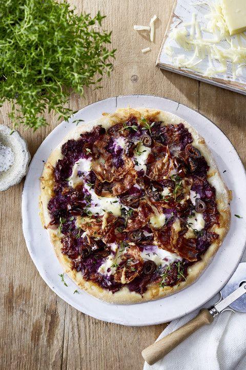 Rotkohlpizza mit Ziegenfrischkäse und Datteln, ein gutes Rezept aus der Kategorie Winter. Bewertungen: 2. Durchschnitt: Ø 3,5.