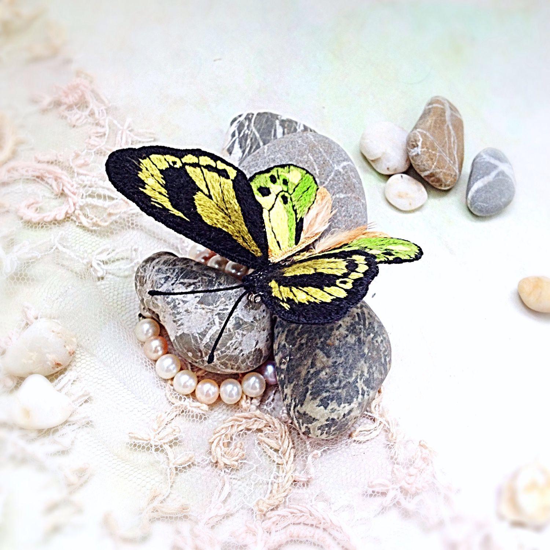 Купить Брошь бабочка Орнитоптера Химера вышитая объемная - комбинированный, зеленый цвет, желтый цвет