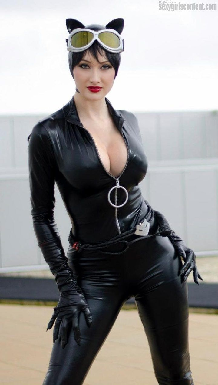 Catwoman sexy boobs
