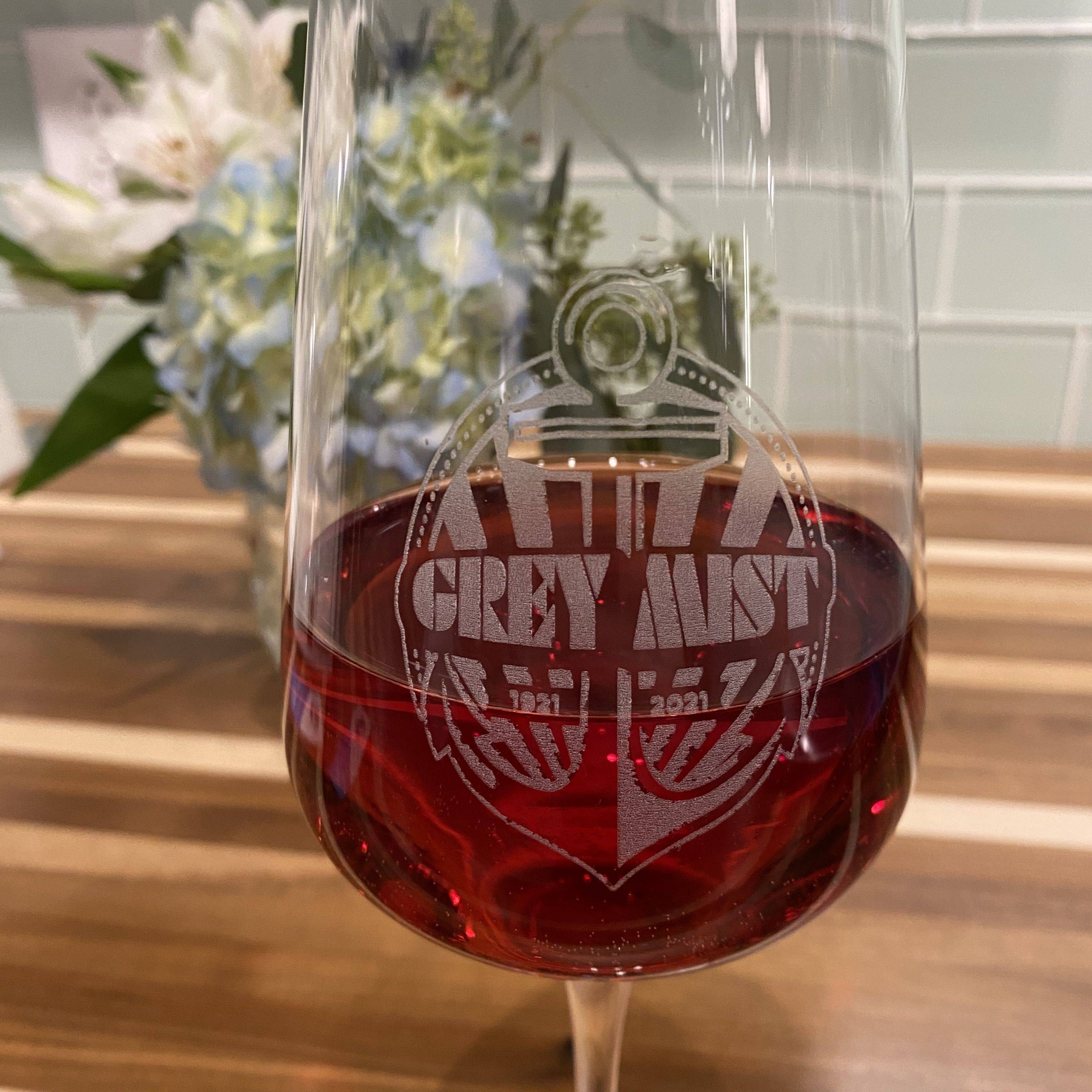 Whether You Re On Land Or At Sea You Can Commemorate And Celebrate Just About Anything With Qge Classy Fancy Elegant In 2020 Wine Glass Stemless Wine Glass Wine