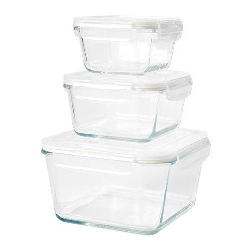 IKEA - FÖRTROLIG, Set di 3 contenitori per alimenti, Grazie al coperchio con chiusura a scatto che conserva gli aromi, gli alimenti restano freschi più a lungo.Il contenitore è in vetro resistente al forno e si può usare come pirofila e piatto da portata.Il contenitore è in vetro, un materiale che non assorbe gli odori e non si macchia a contatto con ingredienti colorati, come la salsa di pomodoro, quindi è facile da pulire.Poiché il coperchio ermetico evita le perdite e il rischio che i…