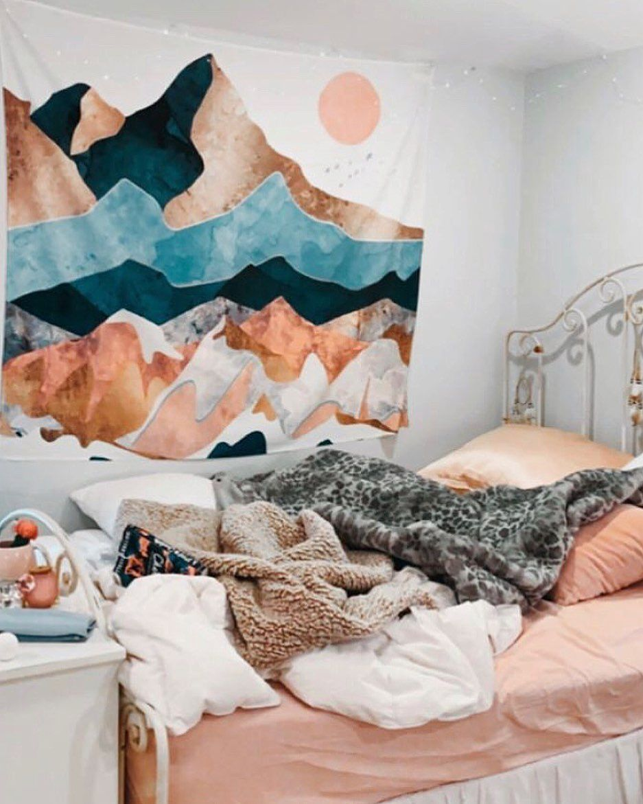 Tapestries are SO cute and such an easy way t liven up your college dorm. Being cheap and easy, you can take your college bedroom from blah to WOW in no time #collegedorm #collegedecor