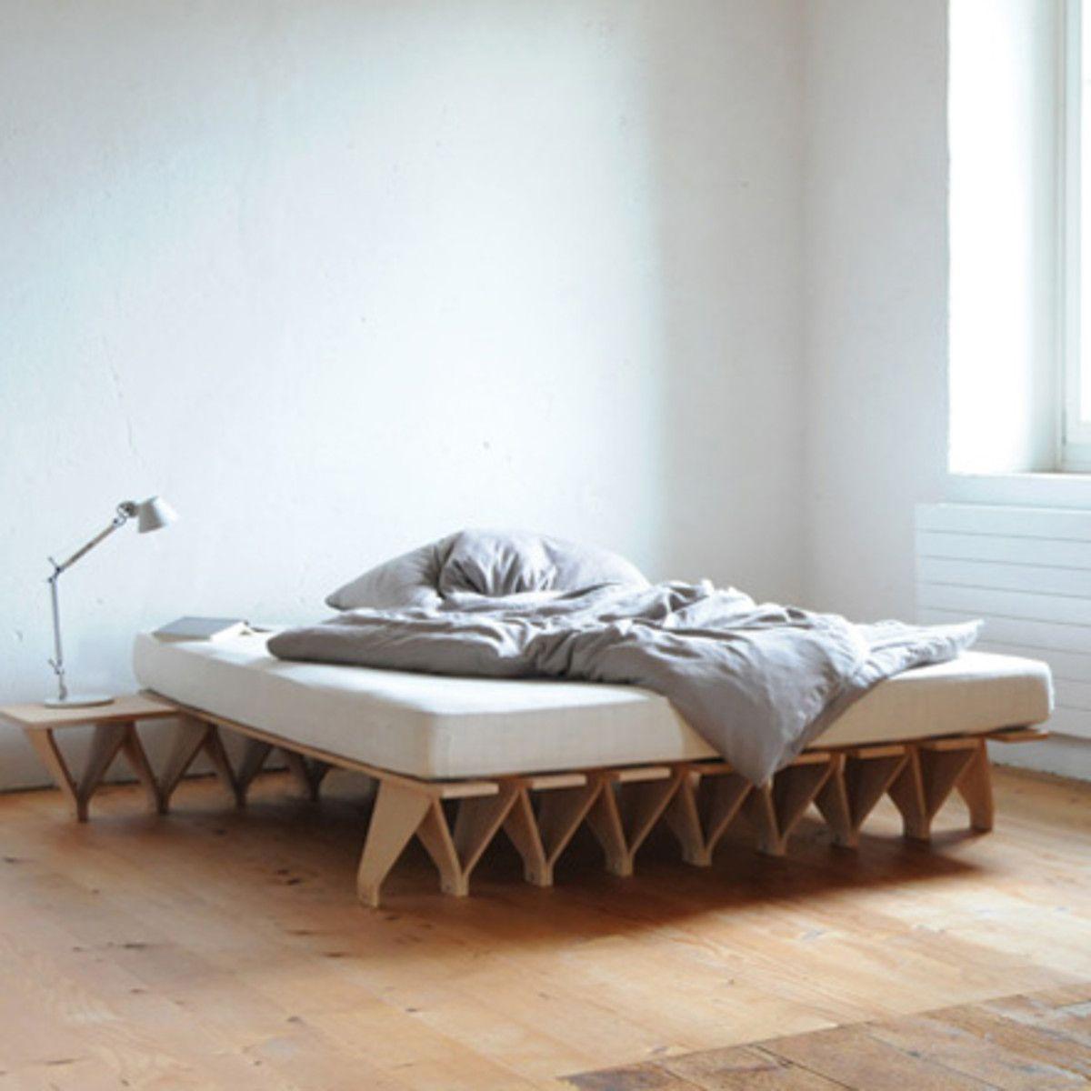 tojo lieg modulares bettsystem support pied continuit table de chevet lit bois modulaire. Black Bedroom Furniture Sets. Home Design Ideas