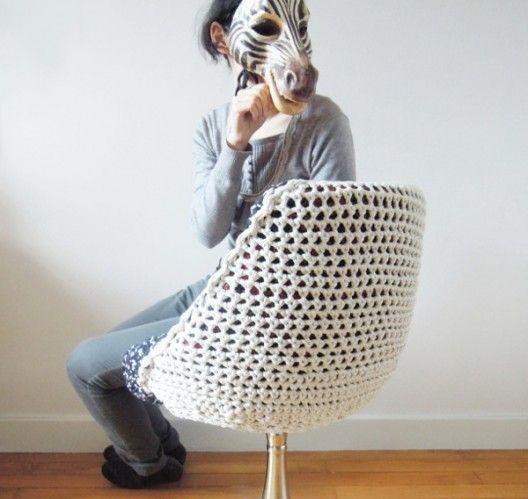 DIY / Relooking d'un fauteuil vintage sur http://www.thetrendygirl.net
