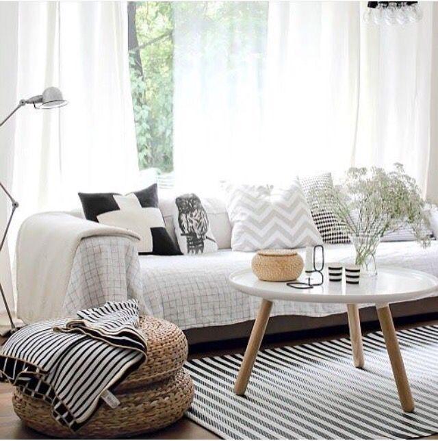salon scandinave m lange de mati res tissus bois tapis tress pour un r sultat cocooning et. Black Bedroom Furniture Sets. Home Design Ideas