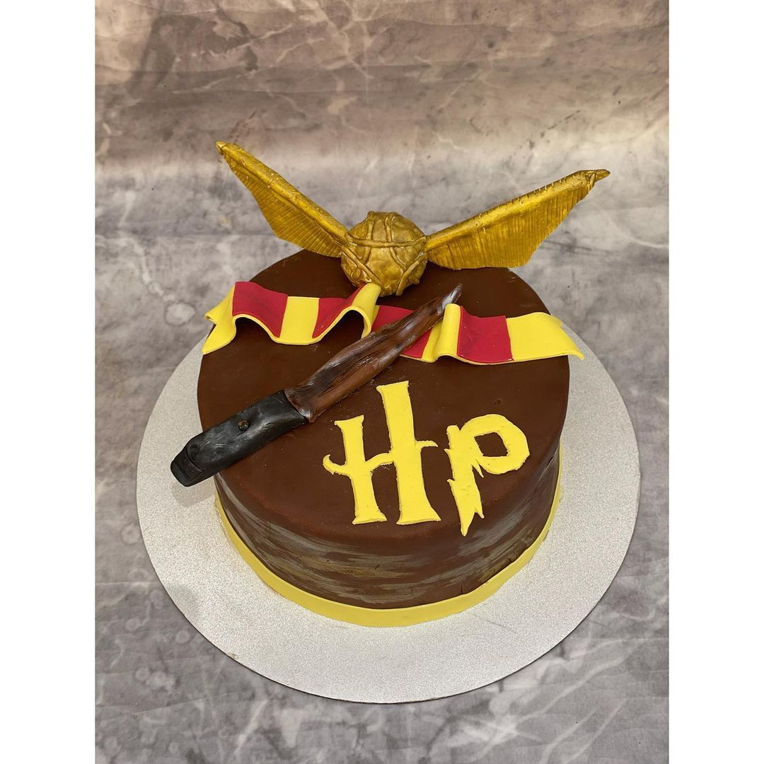 Send the harry potter cakes who love this character, on their special day. Send the best designer and customized cake with gifts or flower bunches. Cartoon cake for the children's party at the best prices in various flavors. 24*7 Service available with pure and fresh cakes. Order Now #harrypottercake #harrypottercakes #cake #cakedecorating #cakedesign #cartooncake #cartooncakes #shinchancake #motupatlucake #thorcake #avangercake #chocolatecake #cakeforkids #fondantcake #vanillaandchocolate