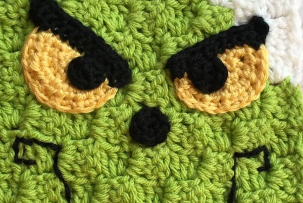 Grinch Inspired C2C Scarf Free Crochet Pattern (Heart · Hook · Home) #grinchscarfcrochetpatternfree