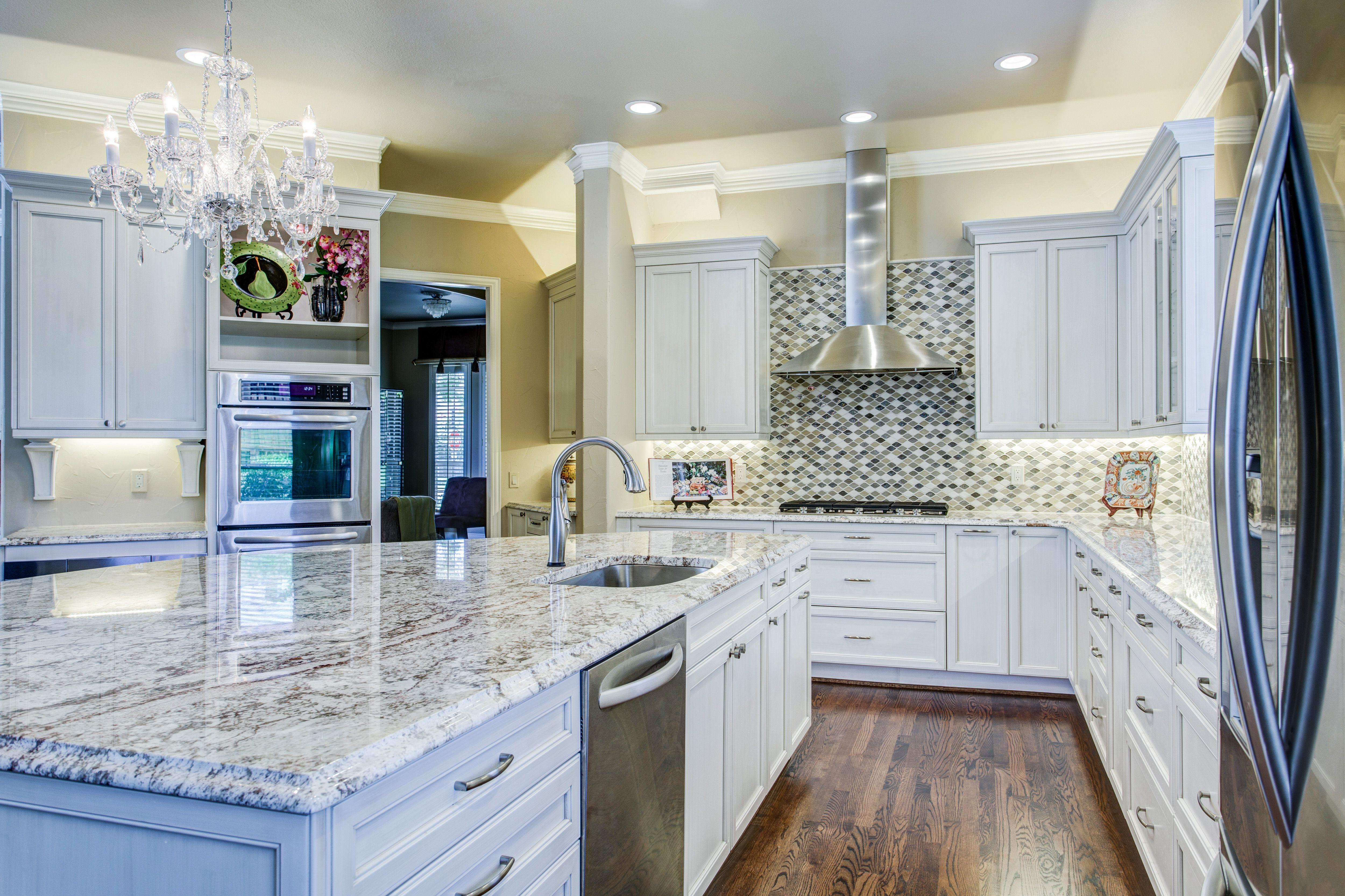 Classic white kitchen, with a twist | Plano - Glendower - Kitchen ...