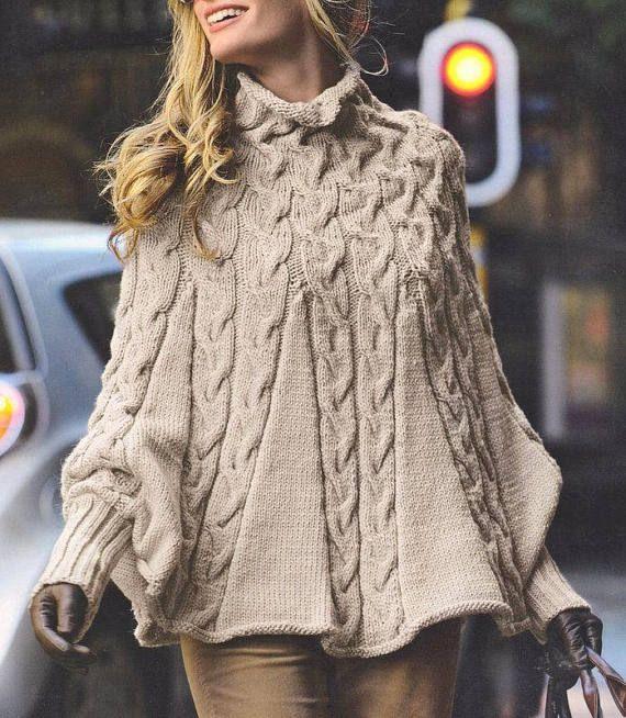 b0d12f550b8 Les femmes de poncho avec manches tricoté en laine avec câble à la main  poncho personnalisé en laine chaude Cape pour femme FAIT SUR COMMANDE Poncho  blanc ...