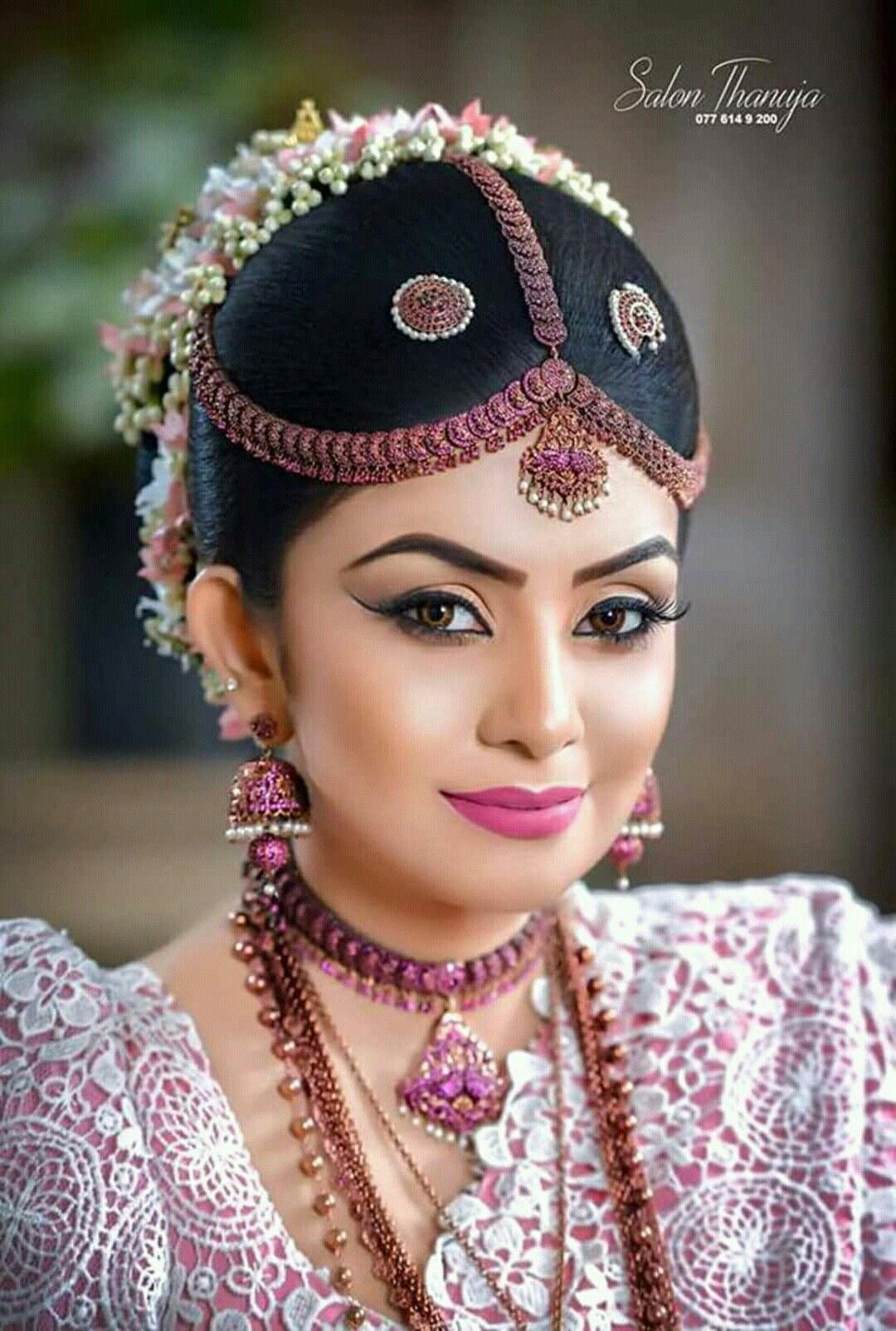 Thanuja Dananjaya White Saree Wedding