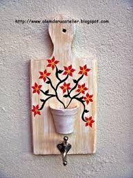 Resultado de imagem para artesanatos em madeira para cozinha
