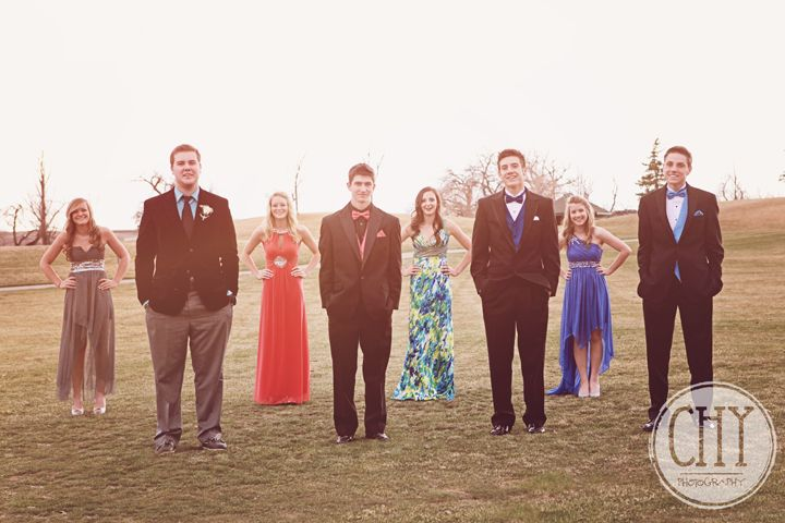 Idea arredobagno ~ Prom photo idea that highlights the guys then switch and do the