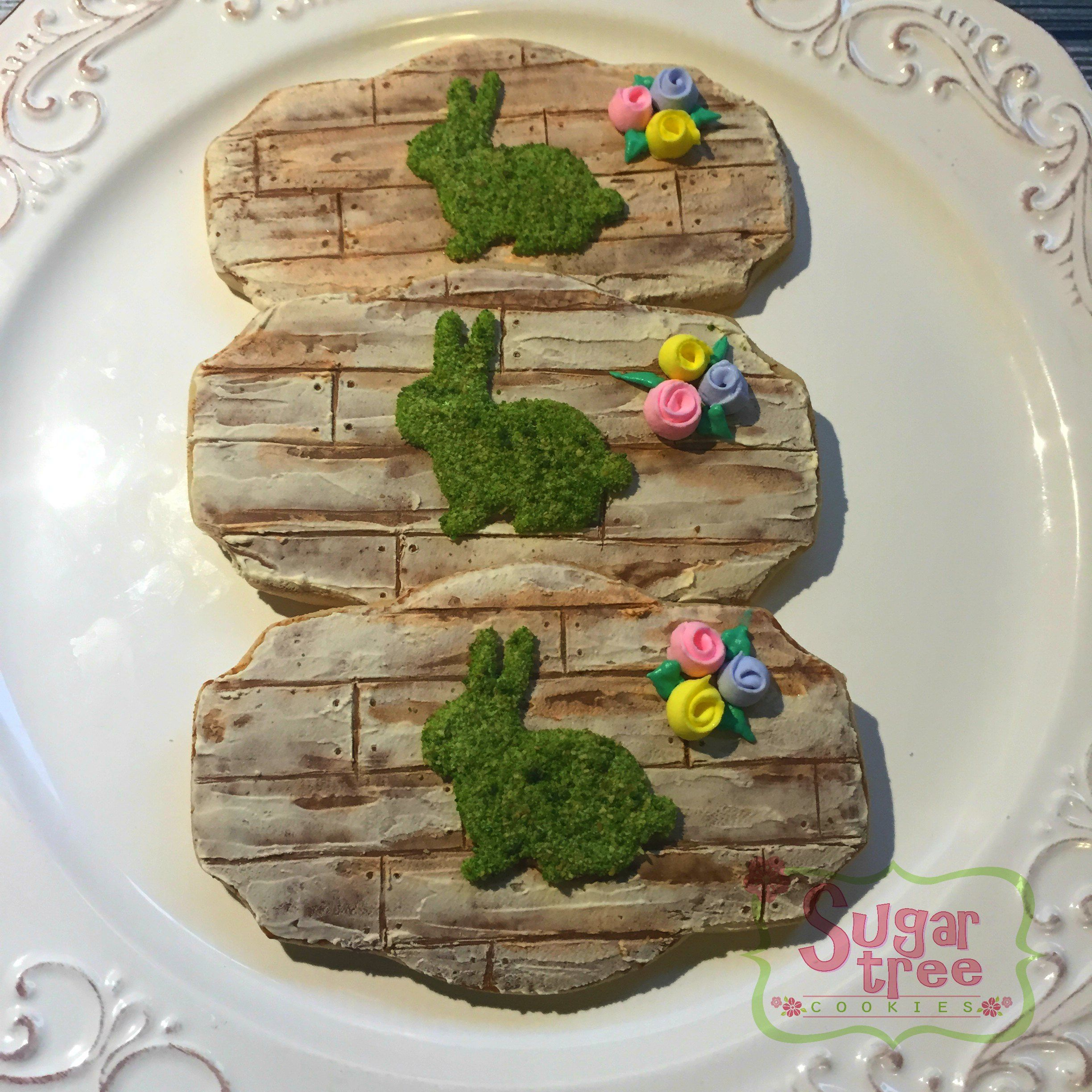 Wood plank and moss bunny Easter cookies | Sugar Tree Cookies