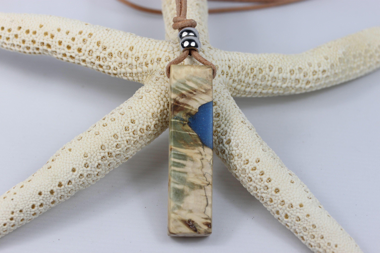 Ein persönlicher Favorit aus meinem Etsy-Shop https://www.etsy.com/de/listing/519432921/cool-design-harz-holz-halskette-necklace
