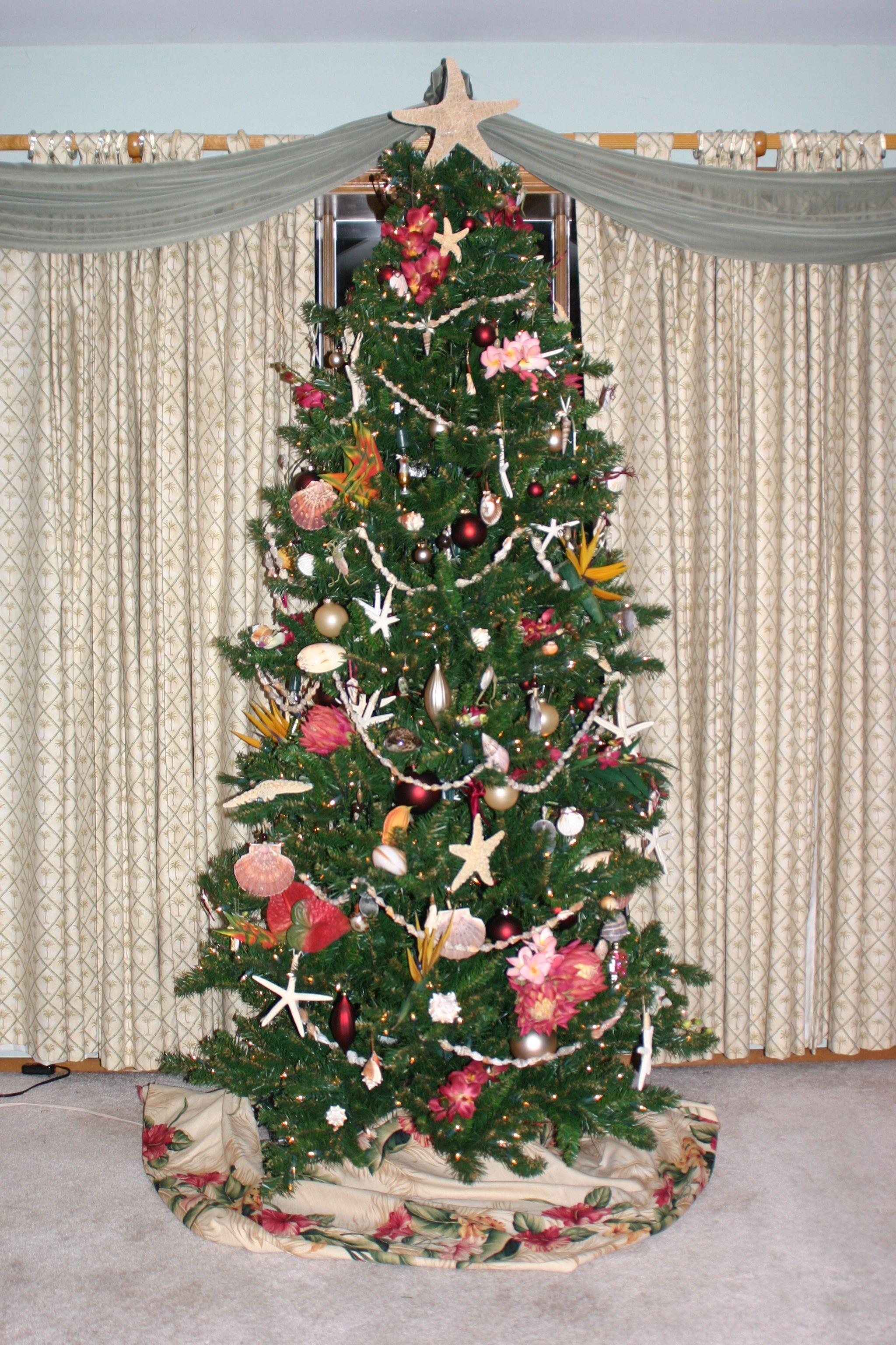 tropical Christmas tree | Tropical christmas, Tropical ...