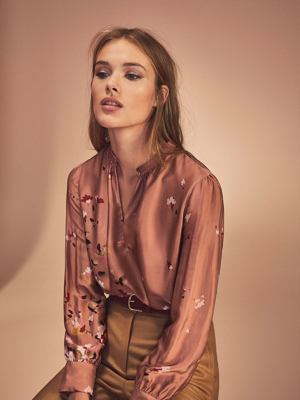 d12ee63d3b2 Autumn winter 2016 WOMEN´s PINK SATIN SHIRT WITH POSITIONAL FLOWERS at Massimo  Dutti for 89.5. Effortless elegance!