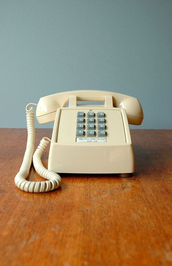 Vintage cream push button phone saudades bons tempos for Mobilia anos 70