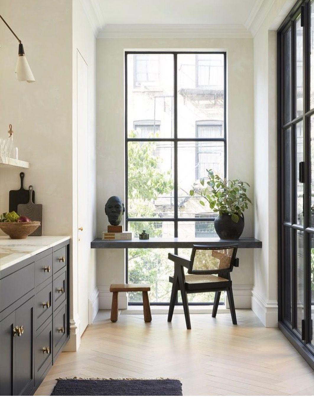 Swell Black And White Kitchen Light Oak Floor White Walls Black Short Links Chair Design For Home Short Linksinfo