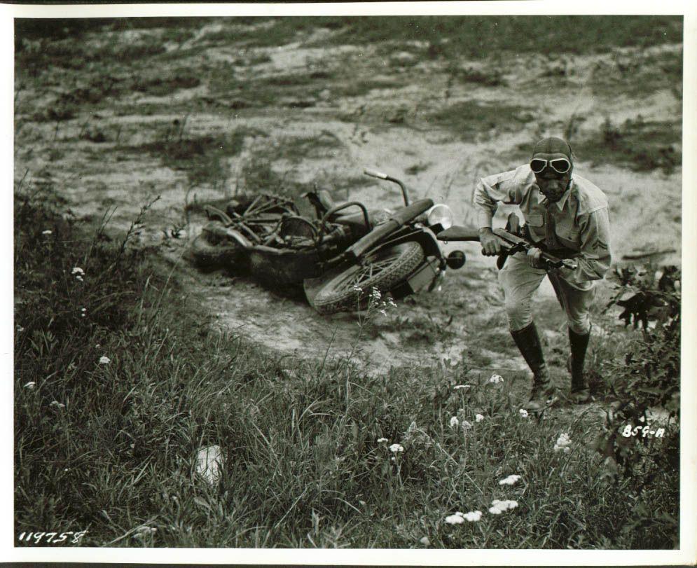 Aqui unas fotos de maniobras y entrenamientos militares en los USA , previas y durante la WWII:(2) Más en www.elgrancapitan.org/foro